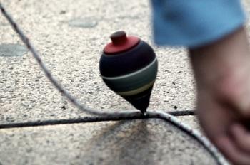 Jocs tradicionals: baldufes, xapes i petanca