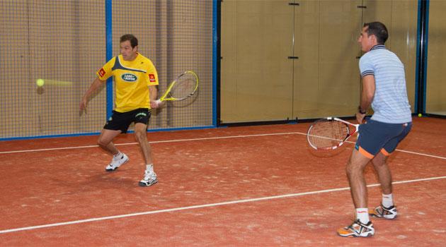 és un nou esport de raqueta i pilota que combina els aspectes més atractius de dos esports molt populars: tennis i pàdel.