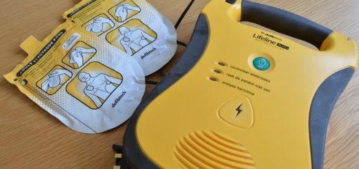 Primers auxilis: utilització d'un DEA (desfibril·lador extern automàtic)